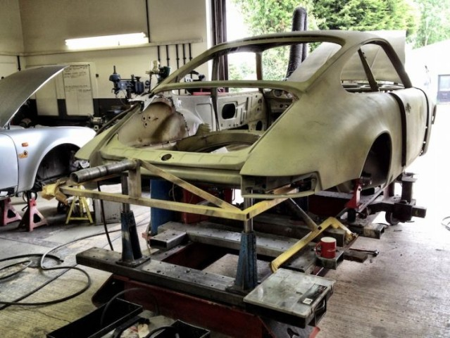 Porsche 911 RSR build Tuthill