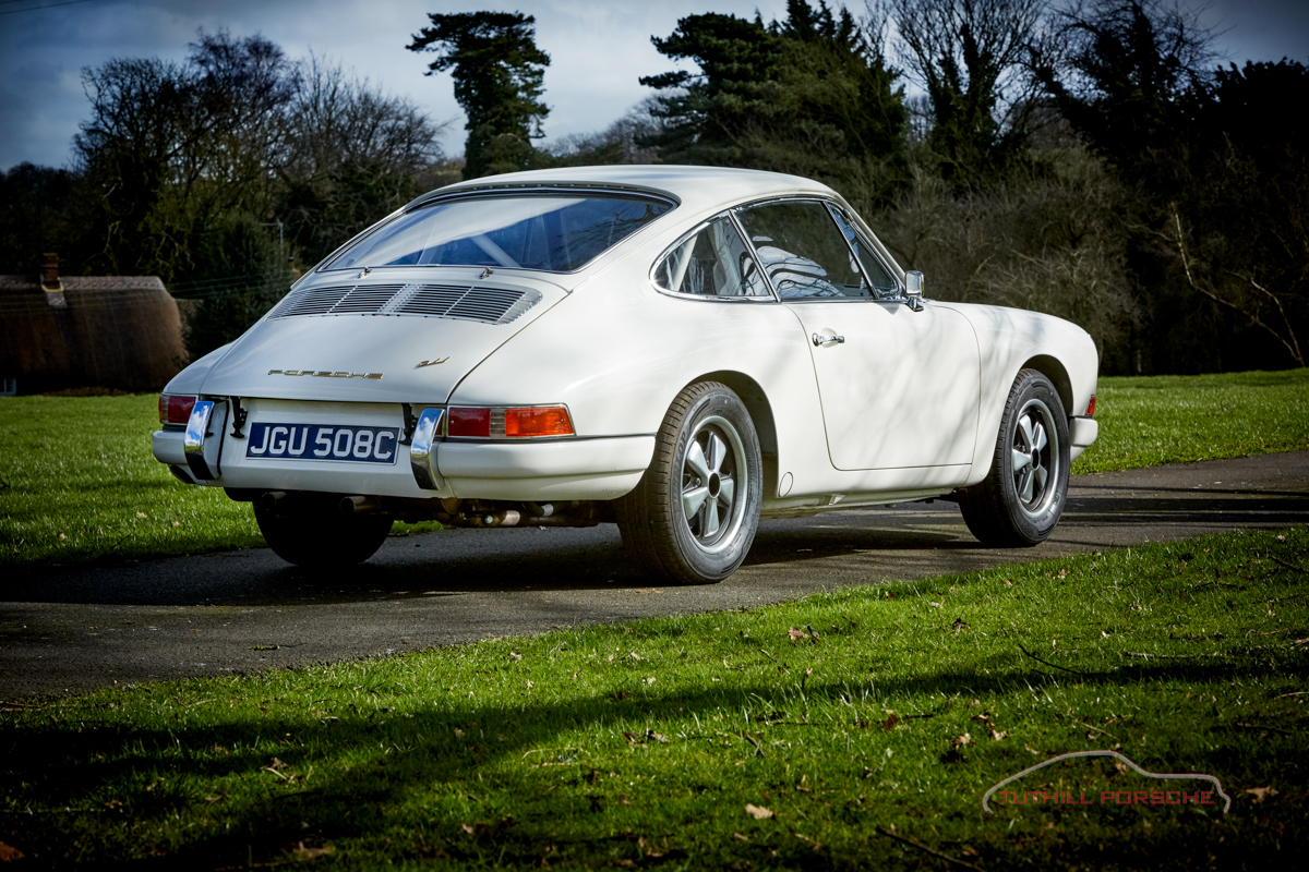 Click to view more photos of a 1965 Porsche 911 2.0 rally car build